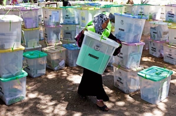 An Independent Electoral and Boundaries Commission official carries closed ballot boxes to be counted in Mombasa.