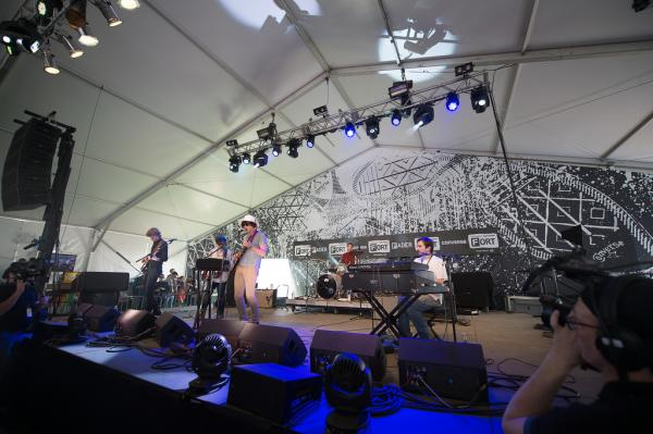 <p>Fader Fort attendees mellow out and sway ever-so-gently to the sweet, sweet psych-rock of Ducktails.</p><p></p>