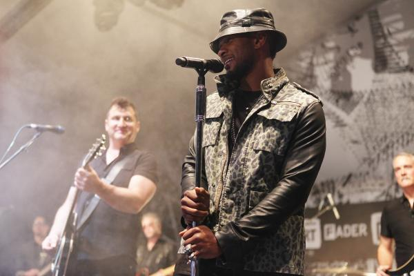 "So this is awesome: Usher joins The Afghan Whigs at The Fader Fort for a cover his steamy slow jam, ""Climax."""