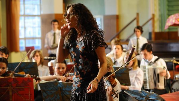 Free-spirited drama teacher Viv (Minnie Driver) hopes to use a summer musical production of <em>The Tempest</em> to give her students a chance to express themselves in <em>Hunky Dory</em>.