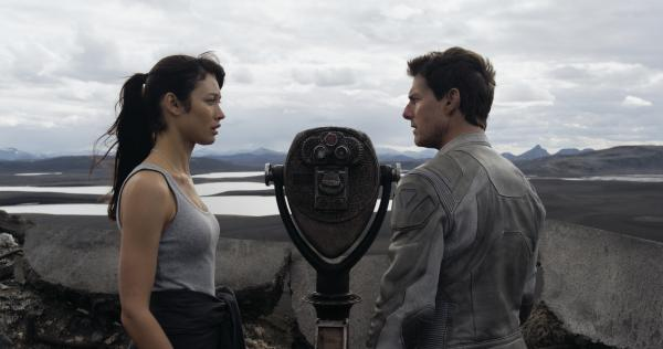 The enigmatic Julia (Olga Kurylenko) surfaces from the mysterious past of Victoria's husband, Jack (Tom Cruise), a repairman tending drones on a largely abandoned Earth.