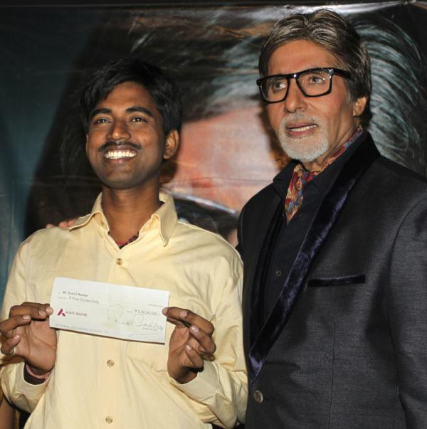 <p>Sushil Kumar, left, with Bollywood actor and game show host Amitabh Bachchan, shows off his $1 million check.</p>