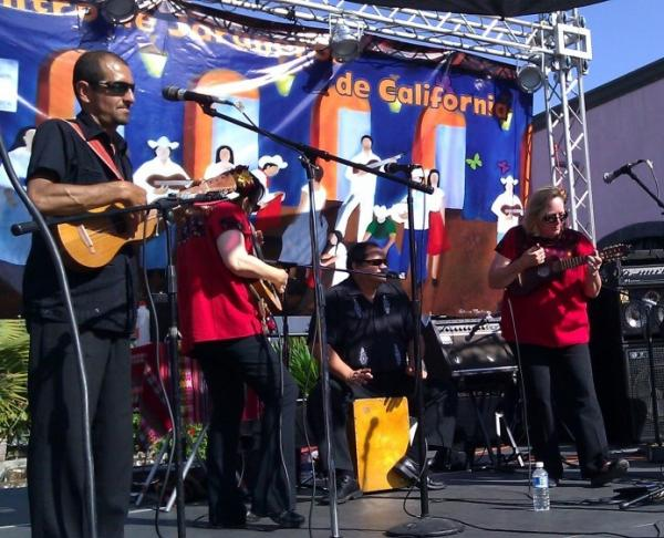<p>Conjunto Jardin performs at a Son Jarocho event.</p>