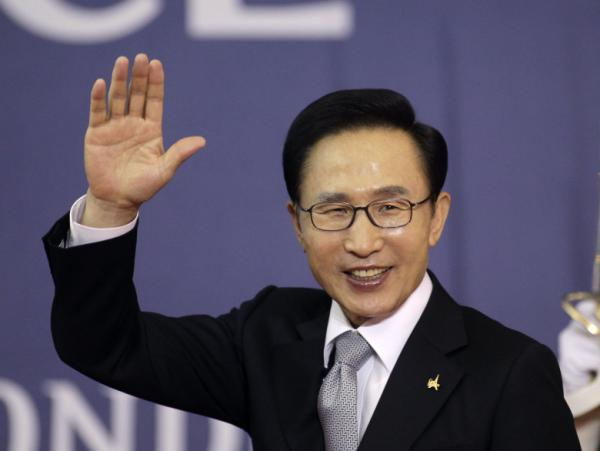 South Korea's President Lee Myung-bak waves as he arrives for a working dinner at the G20 summit in Cannes, southern France, Nov. 3. At home, Lee faces mounting criticism over the free trade deal with the U.S. as well as North Korea policy and the economy.