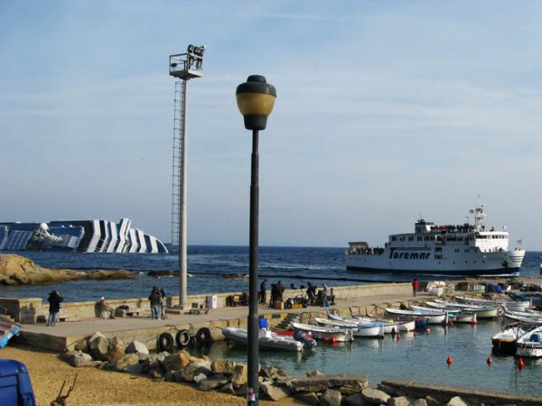 """With the cruise ship wrecked so close to the island of Giglio, many visitors are coming to the port. One cab driver calls it """"disaster tourism."""""""