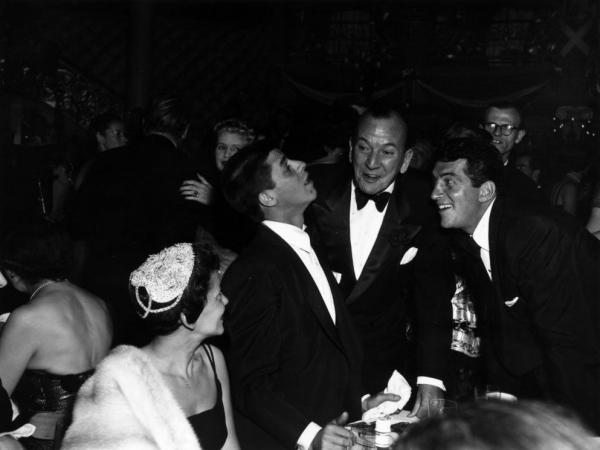 American comedy duo Jerry Lewis (left) and Dean Martin (right) with the English playwright and actor Noel Coward at an unknown location in 1953. Lewis and Martin were famous for their cabaret acts in the 1940s and 1950s.