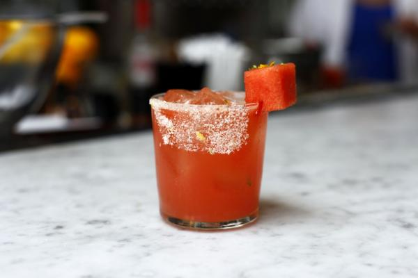 Wanna make this 150-ish calorie Melon Margarita? Keep clicking ...