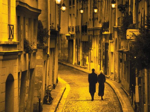 <em>Mission to Paris</em> book cover