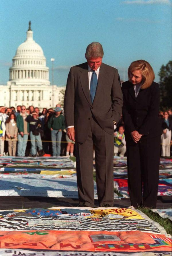 Then-President Clinton and first lady Hillary Clinton visit the quilt on the Mall in 1992, when it was made up of 40,000 panels that covered the equivalent of 24 football fields.