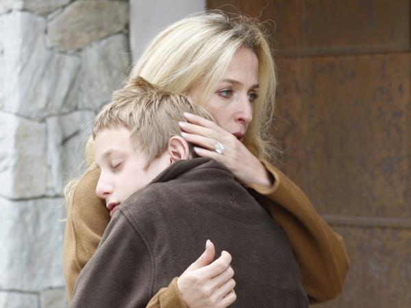 Gillian Anderson, a single mother of two vacationing in the opulent Swiss Alps, feels compassion toward a 12-year-old thief.
