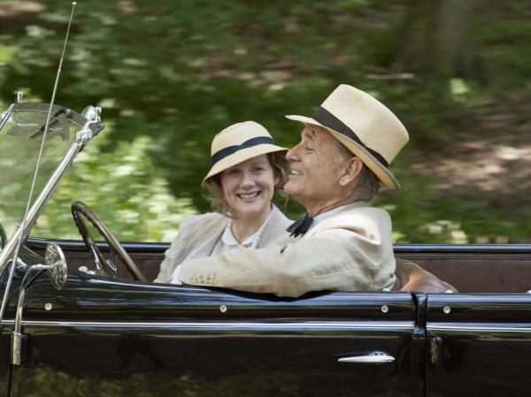 The film's story is told in large part from the perspective of Roosevelt's distant cousin Daisy (Laura Linney), with whom he carries on an affair.