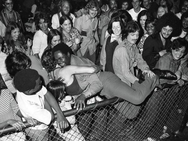Ernie K-Doe and his fans at the Warehouse in New Orleans in 1974.<strong> </strong><strong></strong>