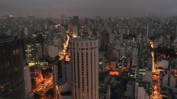 The documentary<em> Surviving Progress</em> illustrates its arguments on the sustainability of human behavior in the context of environmental degradation with striking images of life in cities like Sao Paulo.