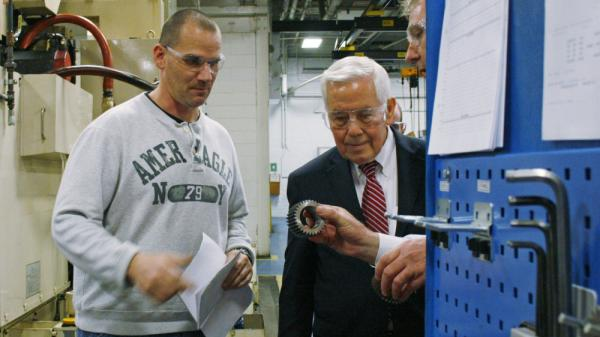 Sen. Richard Lugar (right) meets with workers at the Oerlikon Fairfield manufacturing plant in Lafayette, Ind., on Feb. 24.