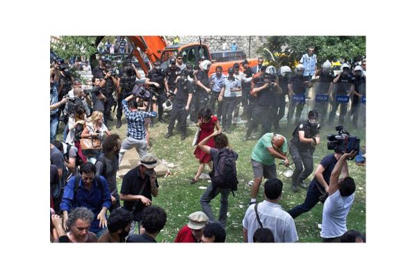Protesters and police clash in Gezi Park. (Posted June 4)