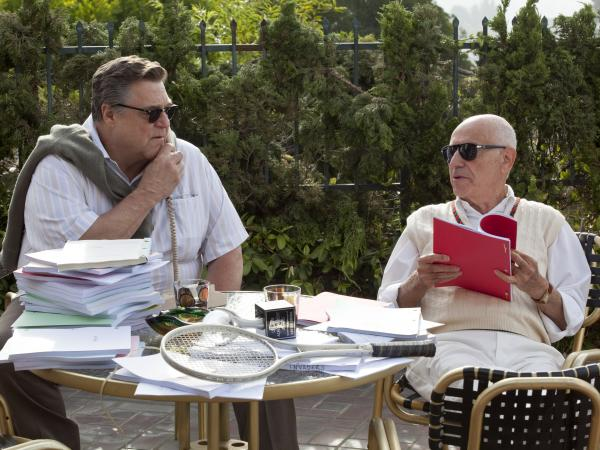 John Chambers (John Goodman) and Lester Siegel (Alan Arkin) help craft a fake movie production in <em>Argo</em>.
