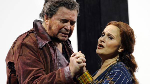 Peter Seiffert and Katarina Dalayman as the title characters in <em>Tristan und Isolde, </em>Wagner's cosmic tale of love.