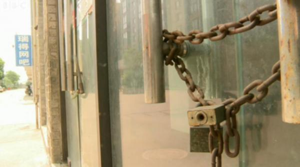 Almost every shop is closed on this street in a once-booming town in China. (BBC screenshot)