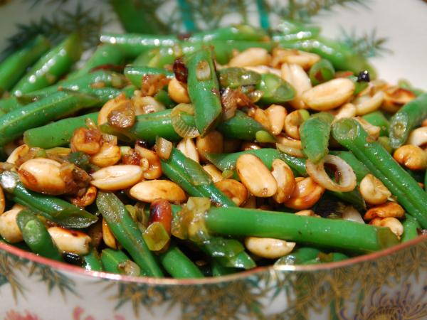 <strong>Green beans with peanuts and chile de arbol</strong>