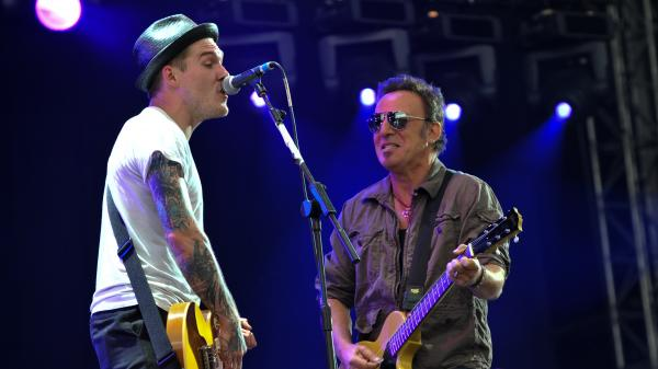 Brian Fallon of The Gaslight Anthem (left) performing with Bruce Springsteen in London in 2009.