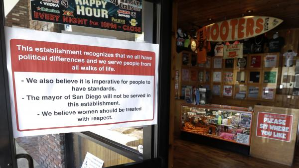 At the entrance to this Hooters restaurant in San Diego, the sign is up telling Mayor Bob Filner that he's not welcome.