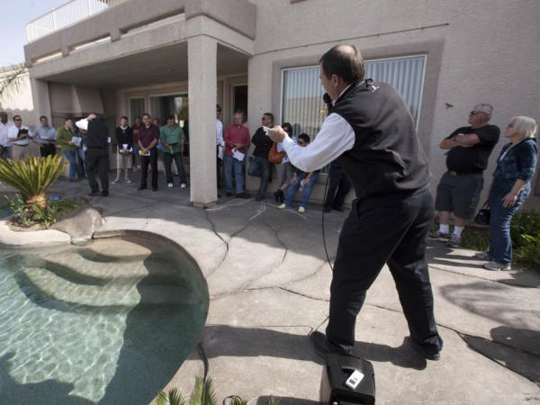 <p>Auctioneer Eddie Burks calls out bids during a foreclosure auction in Las Vegas, April 2011.</p>