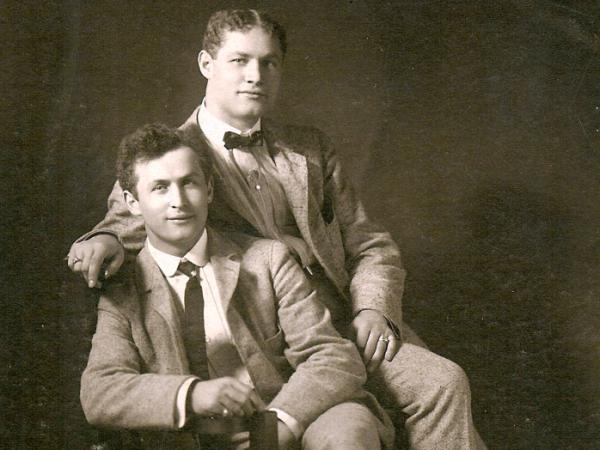 <p>Theodore Hardeen (right) poses with brother Harry Houdini around 1901. Although Hardeen was the less-famous brother, he was also a magician and escape artist who continued to perform Houdini's routines after his death.</p>