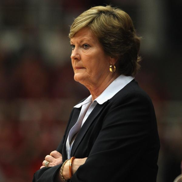 Pat Summitt coaching a game in December 2011.