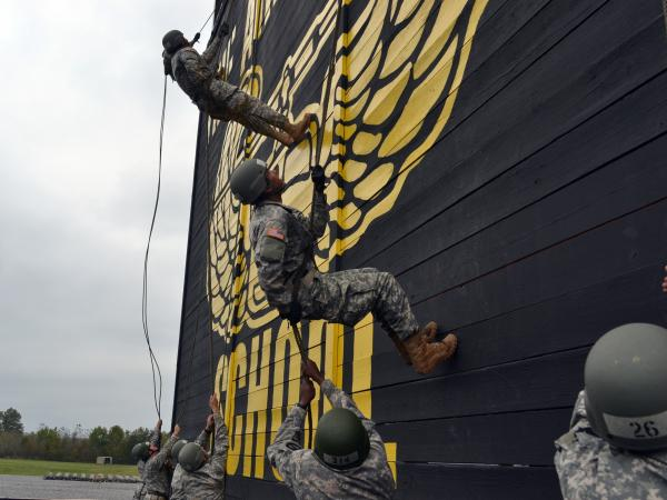 Soldiers rappel at the Sabalauski Air Assault School at Fort Campbell, Ky.
