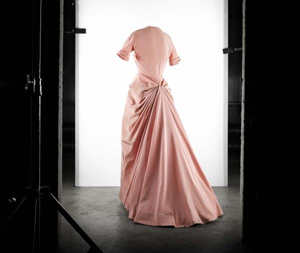 Fete evening gown in boreal pink faille. Spring-Summer 1948 Haute Couture collection. Envol line.