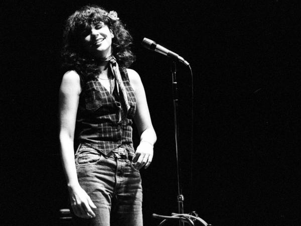 Linda Ronstadt performs in 1970.