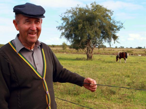 Jaime Jruz, son of Russian immigrants and leader of the Jewish community of Villa Dominguez, is one of the last Jewish gauchos found in this area. Jruz is still working on this farm, where he was born and grew up.