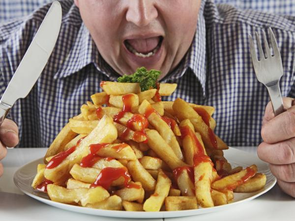 <p>Male binge eaters were more likely to be depressed and obese than men who didn't binge, a study found.</p>