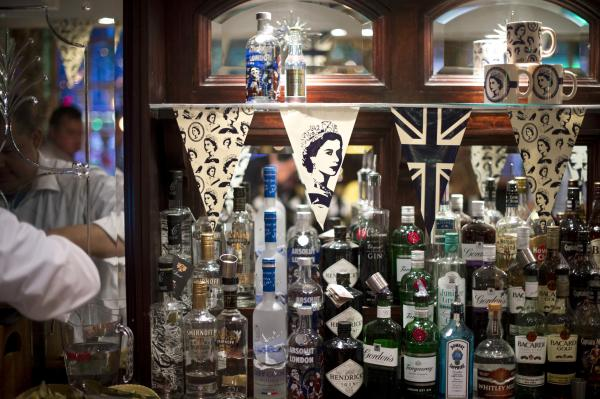 A London pub features a likeness of Queen Elizabeth II in honour of her Diamond Jubilee.