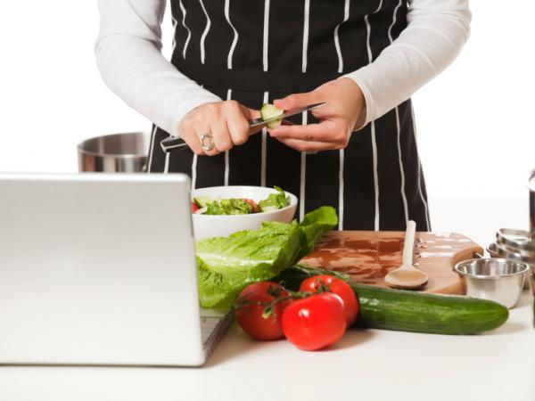 Members of the online community Track Your Plaque get advice from a doctor and each other on how to cook low carb meals.
