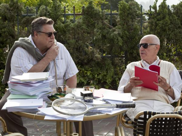 Hollywood veterans John Chambers (John Goodman) and Lester Siegel (Alan Arkin) agree to help the CIA stage a fake movie production.