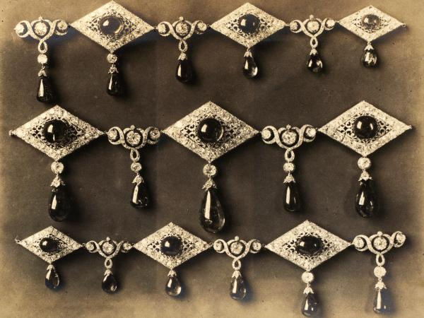 This necklace appears in the 1922 album at the USGS library, but not in the 1925 book on the Russian crown jewels.