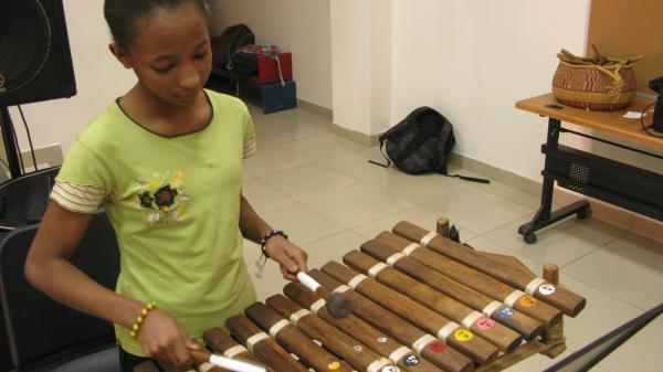 Sara Nimaga plays the <em>balafon</em> in Paul Chandler's music class at the American International School in Bamako, Mali.
