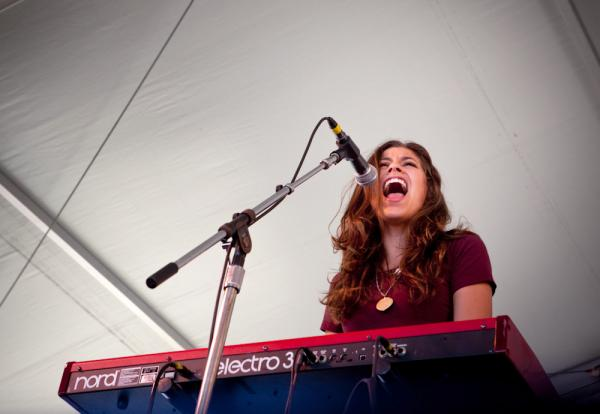 Houndmouth blends electric Americana with rambling folk-rock songs at Newport.