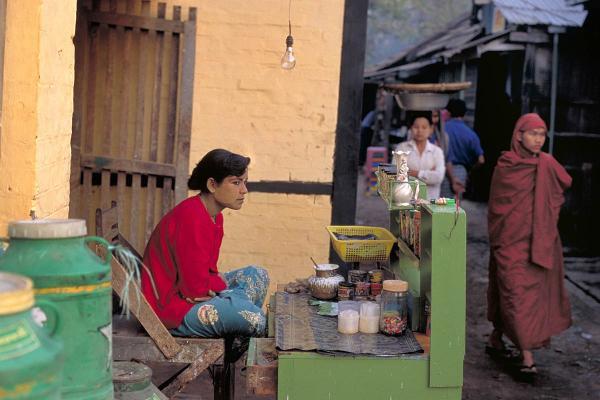 Betel nut vendor, Bago, 2000