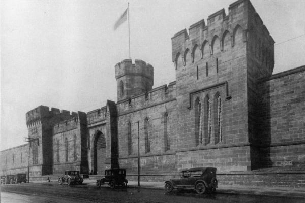 The facade of the penitentiary as it looked in the 1920s.