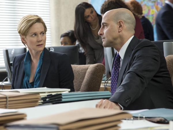 The film's core narrative is driven by the intense relationship between Assange and Domscheit-Berg, but it also ventures into a subplot involving U.S. officials (Laura Linney and Stanley Tucci) dealing with the consequences of WikiLeaks' disruptive data dumps.