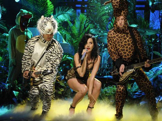 Katy Perry performs on <em>Saturday Night Live</em>.