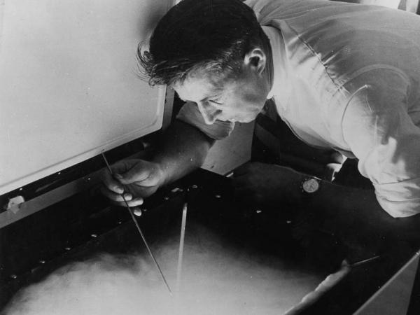 "Vincent Schaefer, one of the General Electric scientists who worked on Project Cirrus in the 1940s, <a href=""http://www.gereports.com/thinking-outside-the-cold-box/"">makes</a> snow in the lab using dry ice."