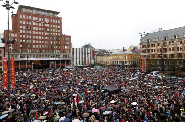 People gathered in Oslo today to sing <em>Children of the Rainbow</em>, in a demonstration against the views of killer Anders Behring Breivik.