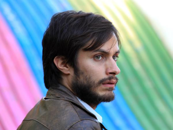 The bright colors and throwback feel of the Chilean drama <em>No</em> mask the very real political consequences of the 1988 plebiscite it depicts. (Pictured: Gael Garcia Bernal as Rene Saavedra)