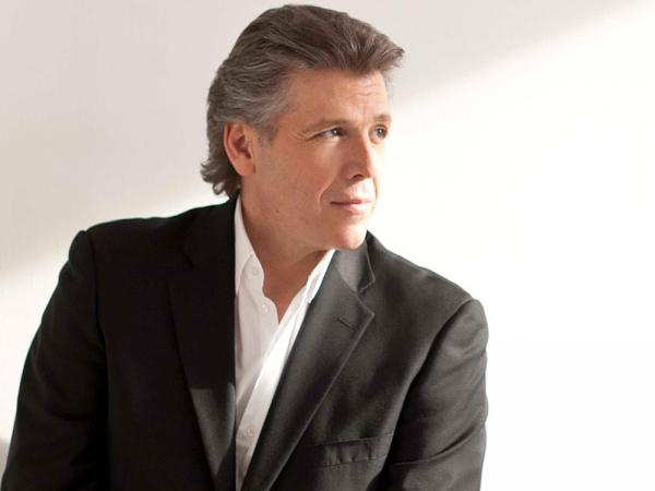 Baritone Thomas Hampson takes his punches for opera on a BBC talk show.
