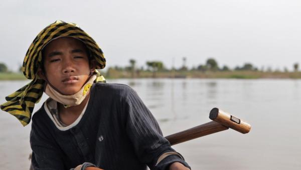 At 17 years old, Sari Math has left his father behind to work on a Chinese-owned cassava plantation. Faced with an ever-diminishing catch, he and his father could no longer support themselves by fishing alone.