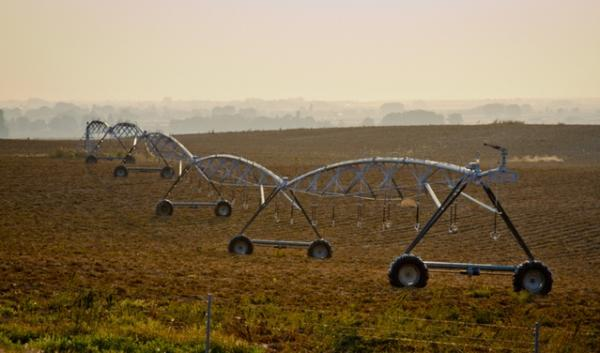Farmers in the West are learning that to use less water. To accomplish that, some farmers are ending their use of flood irrigation in favor of sprinkler pivots like this.