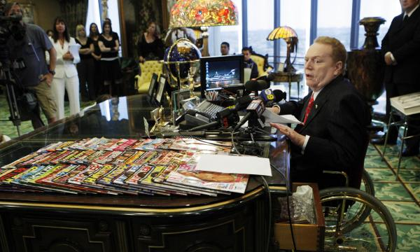 <em>Hustler</em> magazine magnate Larry Flynt, pictured during a 2007 news conference in his office in Beverly Hills, Calif.